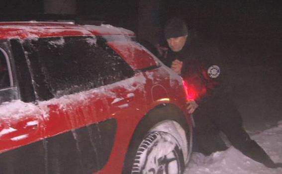 Як головний поліцейський Одещини допомагав водіям вибратись зі снігової пастки - фото 3