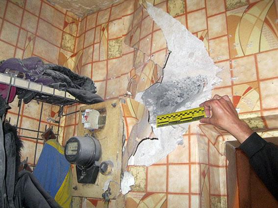 У Вовчанську в обстріляному будинку знайшли хвостовик від снаряду - фото 1