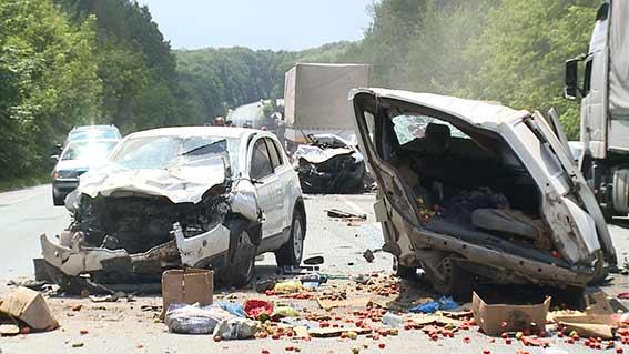 В маштабній аварії, що сталась під Вінницею є жертви  - фото 1