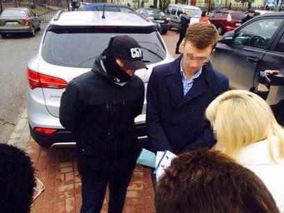 У Києві СБУ затримала на хабарі державного реєстратора - фото 2