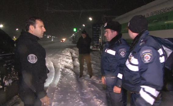 Як головний поліцейський Одещини допомагав водіям вибратись зі снігової пастки - фото 4