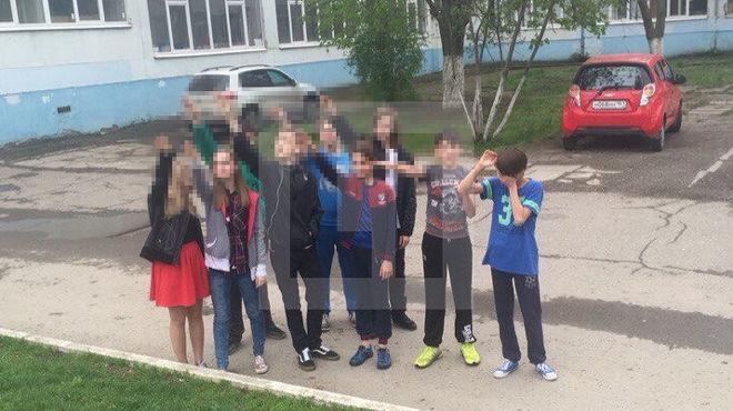 """Ростовські школярі """"зіганули"""" на день народження Гітлера - фото 1"""