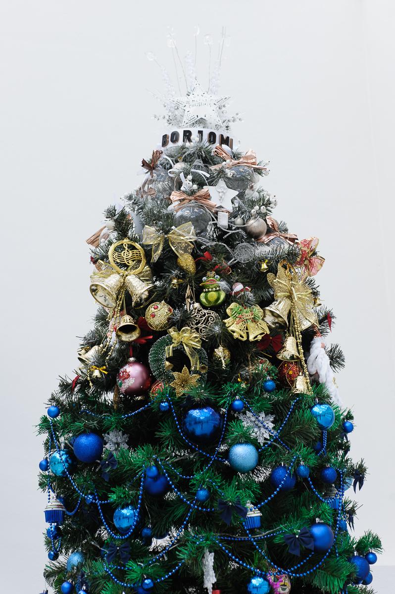 Як виглядає ялинка, яка розповідає всю історію новорічних іграшок - фото 1