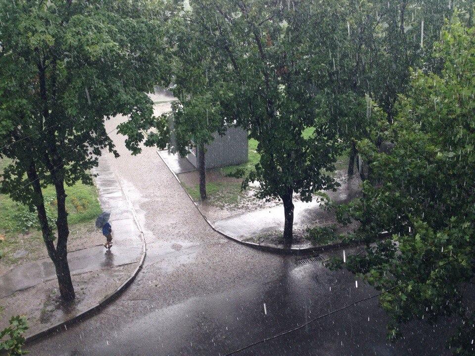 Харків накрила потужна злива (ВІДЕО, ФОТО)  - фото 1