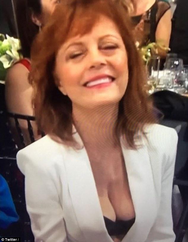 69-річну акторку присоромили за бюстгальтер на акції пам'яті - фото 1