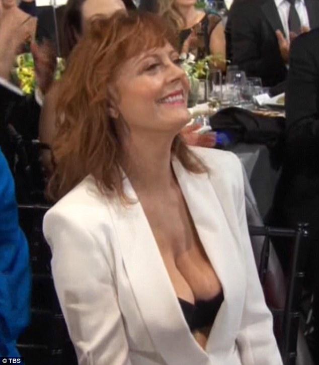69-річну акторку присоромили за бюстгальтер на акції пам'яті - фото 3