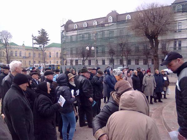 Вінничани зібралися на мітинг заради Савченко - фото 1