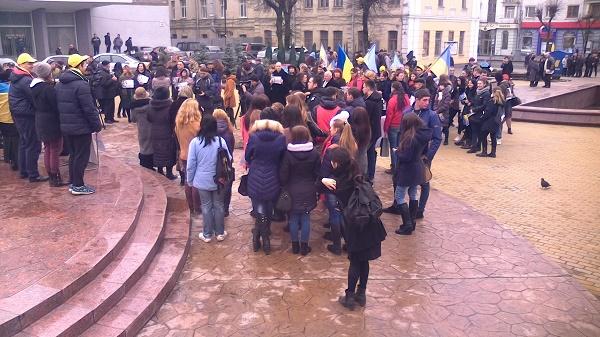 Вінничани вийшли на Майдан, щоб підтримати Надію Савченко - фото 2