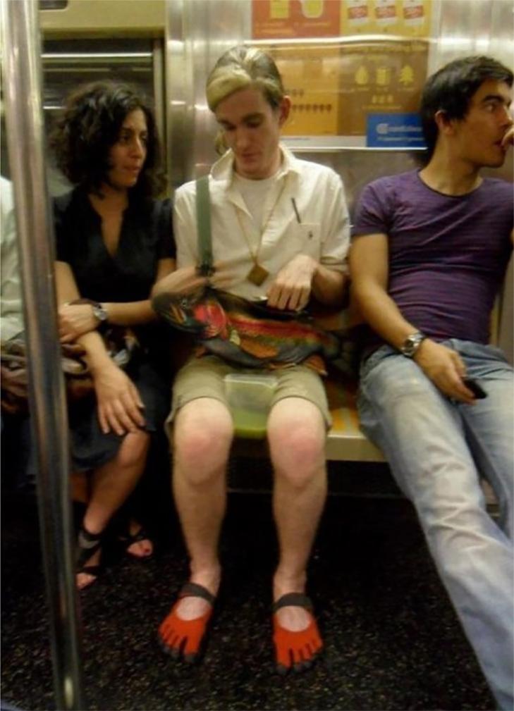 35 неймовірних диваків у метро - фото 9