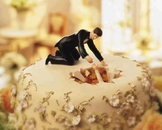 Немовлята в крові і голови наречених: ТОП-22 трешевих тортів - фото 11