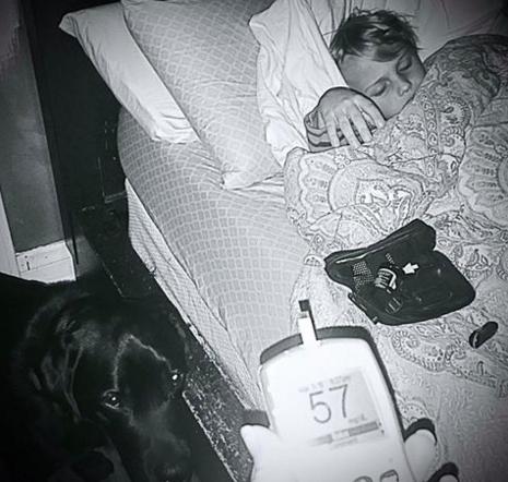 Як 7-річний хлопчик, хворий на діабет, зобов'язаний своїм життям собаці  - фото 1