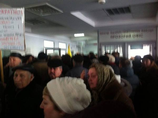 У Вінниці пенсіонери та захист Хорта штурмують міськраду - фото 3