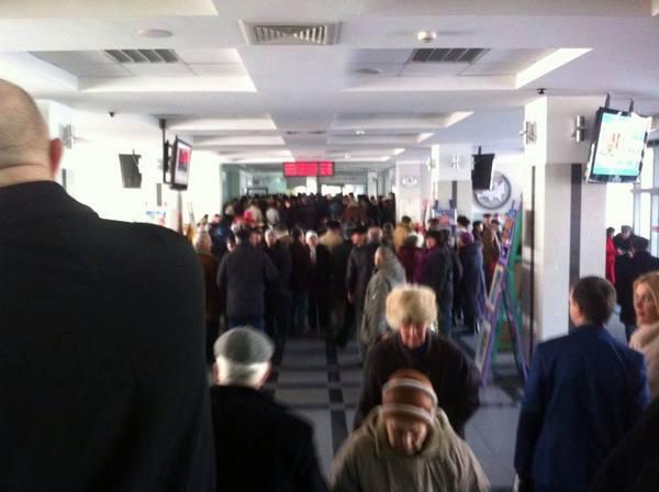 У Вінниці пенсіонери та захист Хорта штурмують міськраду - фото 4