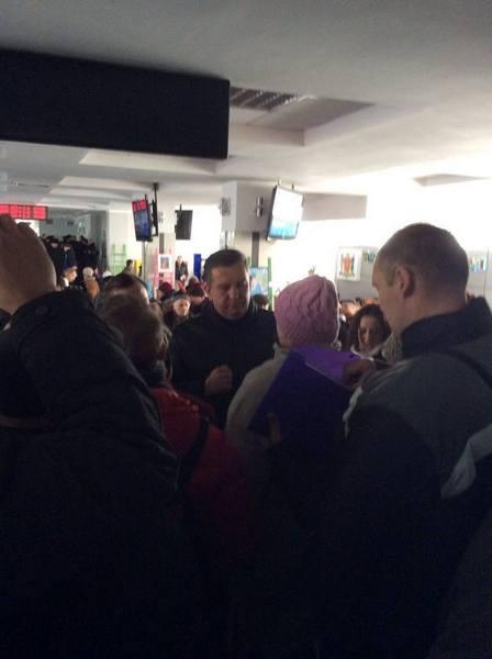 У Вінниці пенсіонери та захист Хорта штурмують міськраду - фото 1
