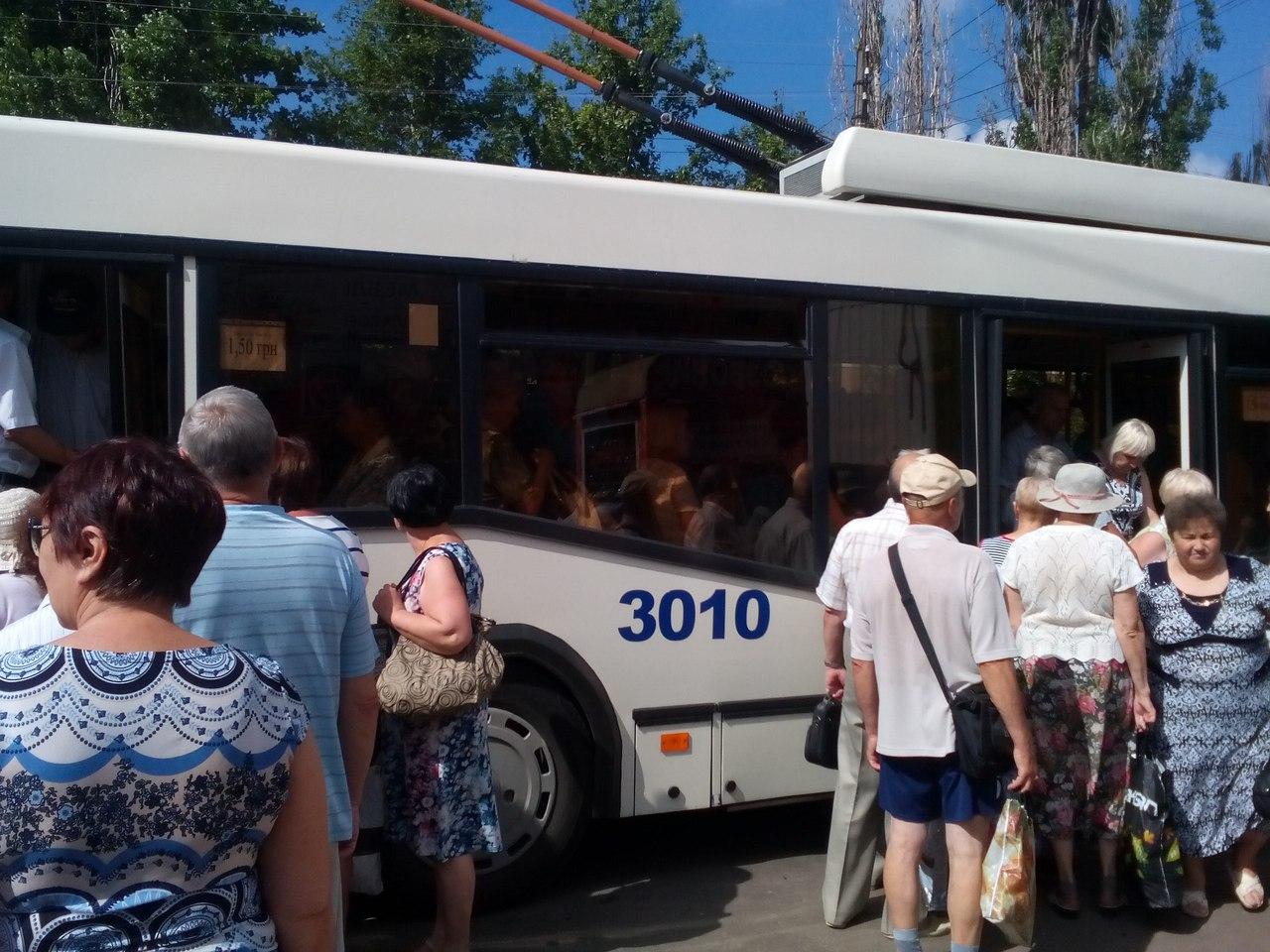 У Миколаєві тролейбус притиснув дверима декілька людей