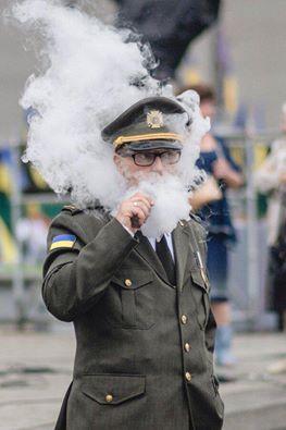 Яценюк був на параді інкогніто у військовій формі? (ФОТОФАКТ) - фото 1