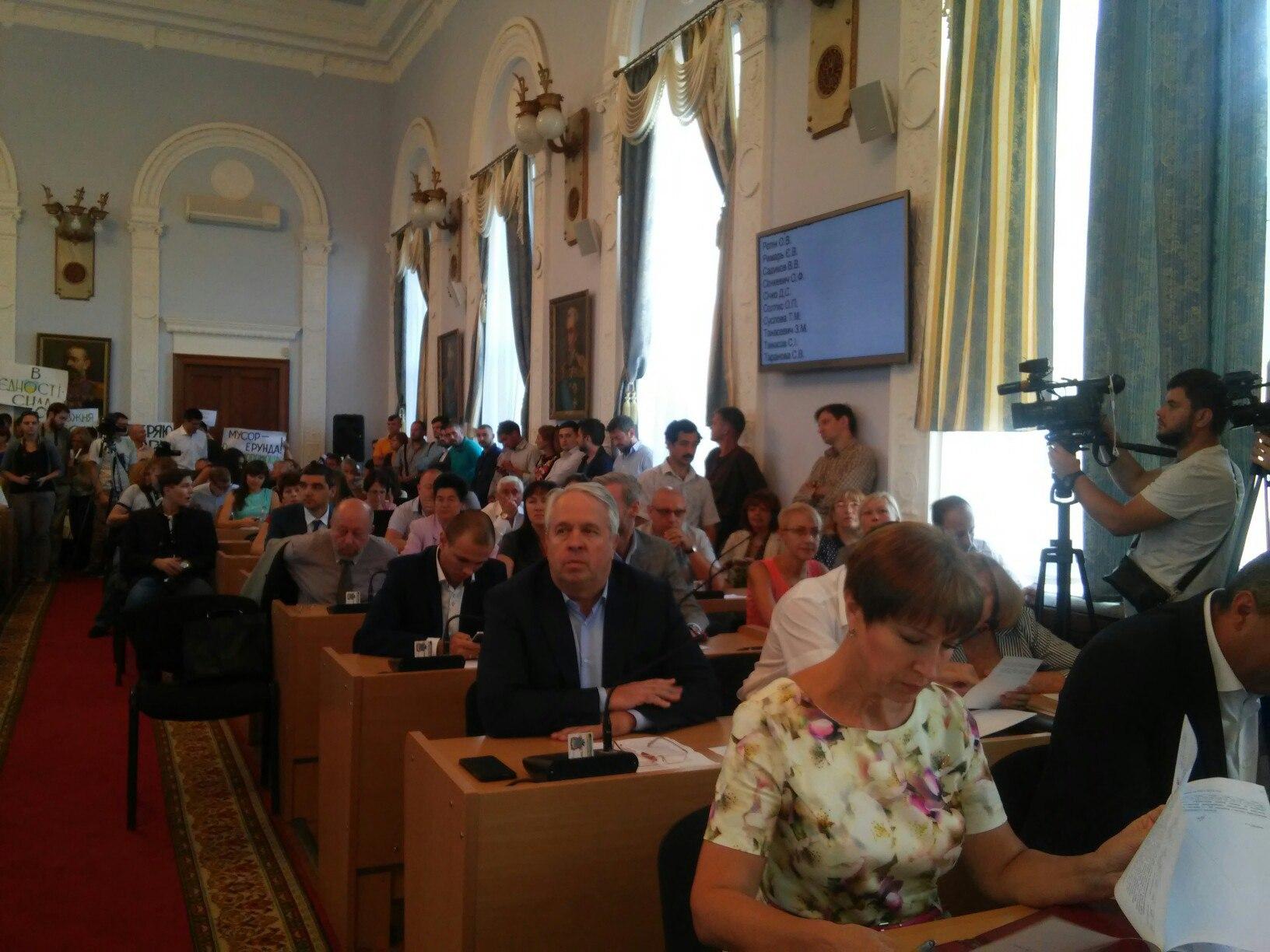 У Миколаєві депутати хочуть проводити сесію міськради у замінованому залі - фото 2