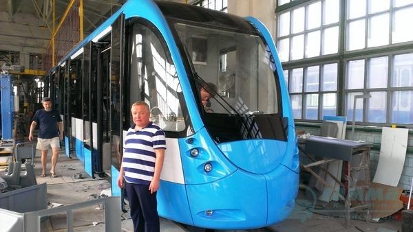 Автори тюнінгу Бентлі та Ферарі проектували вінницький трамвай  - фото 7