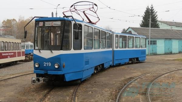 Автори тюнінгу Бентлі та Ферарі проектували вінницький трамвай  - фото 1
