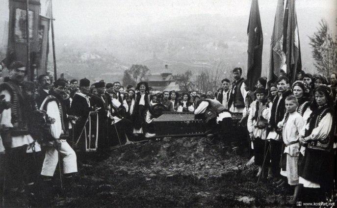 Ігри з покійниками і бігання голяка: Яких дивних звичаїв дотримувалися гуцули - фото 4