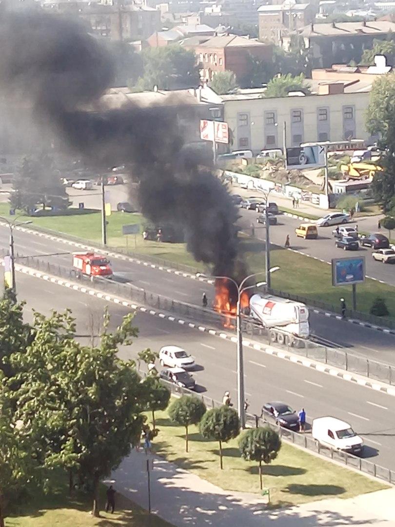 На проспекті Гагаріна спалахнув цементовоз: опубліковане відео (ВІДЕО, ФОТО)  - фото 3