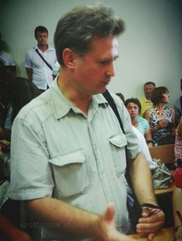 На засіданні суду по Мельничуку активісти перекривають вихід з залу та втрачають свідомість (ФОТО) - фото 2