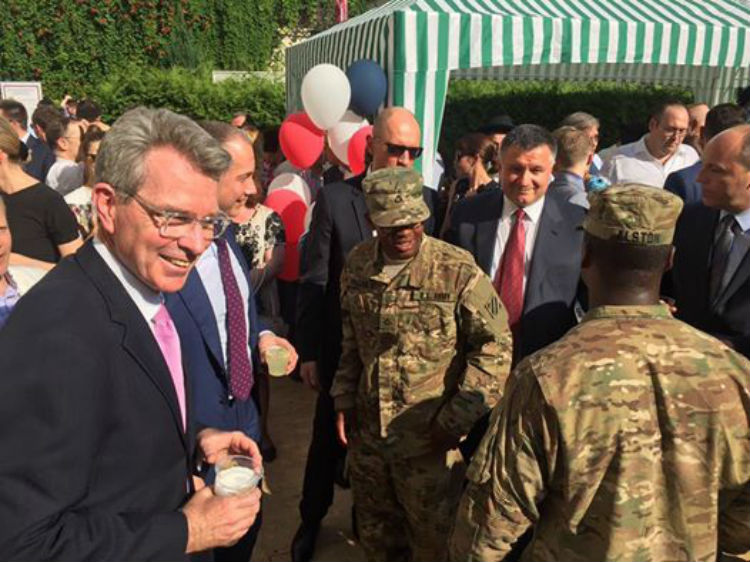 Посольство США відсвяткувало незалежність з Вакарчуком,  - фото 2
