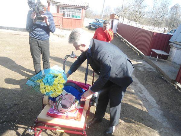 """Львівський завод виготовив унікальний візок для вінничанки-""""дюймовочки"""" - фото 5"""