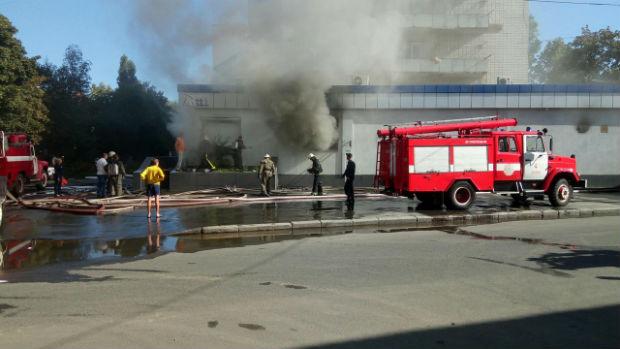 У центрі Харкова пожежа у багатоповерхівці - фото 3
