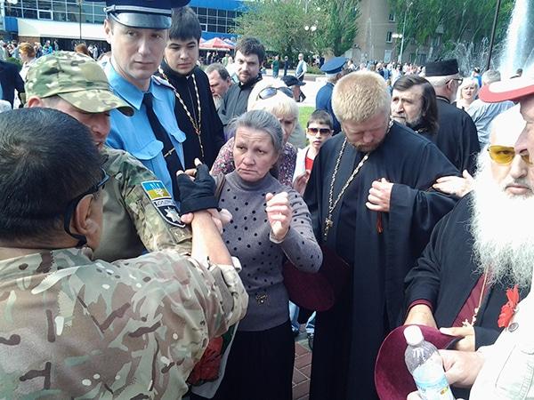 В Мелітополі священик з георгіївською стрічкою спровокував бійку - фото 1