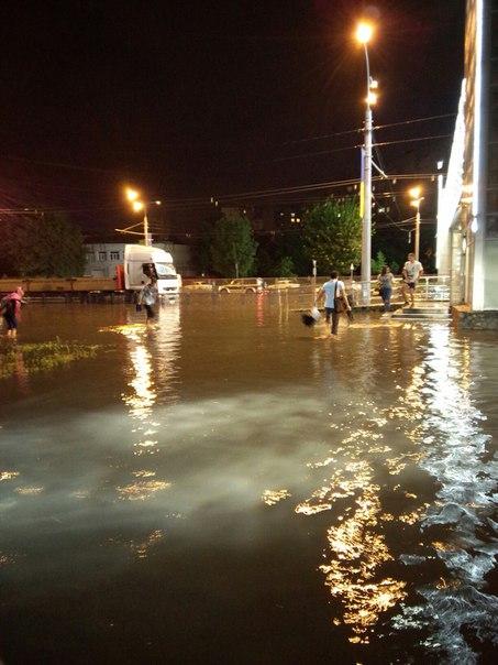 Злива перетворила Харків на Венецію (ВІДЕО, ФОТО)   - фото 3