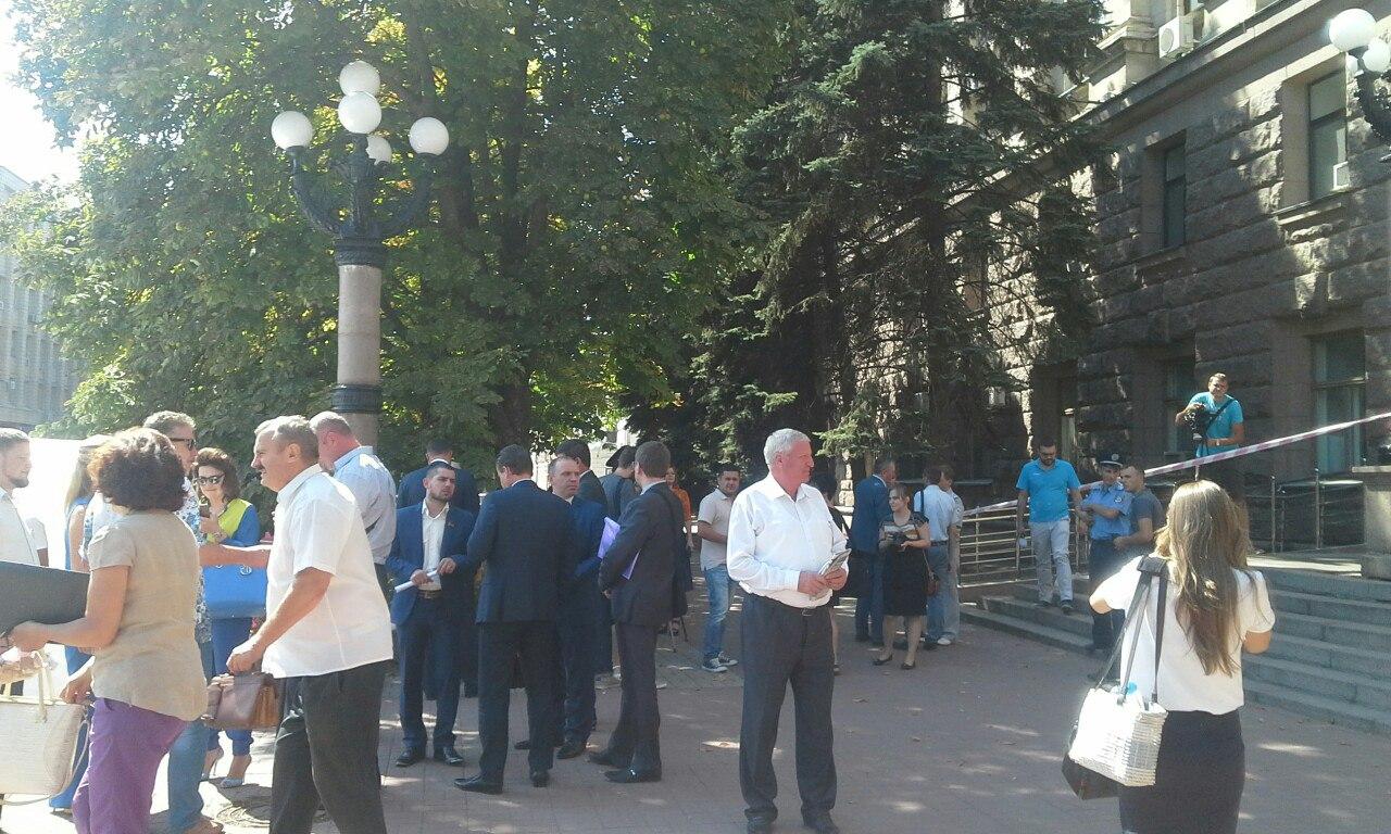 У Миколаєві прямо під час сесії замінували міськраду - фото 3