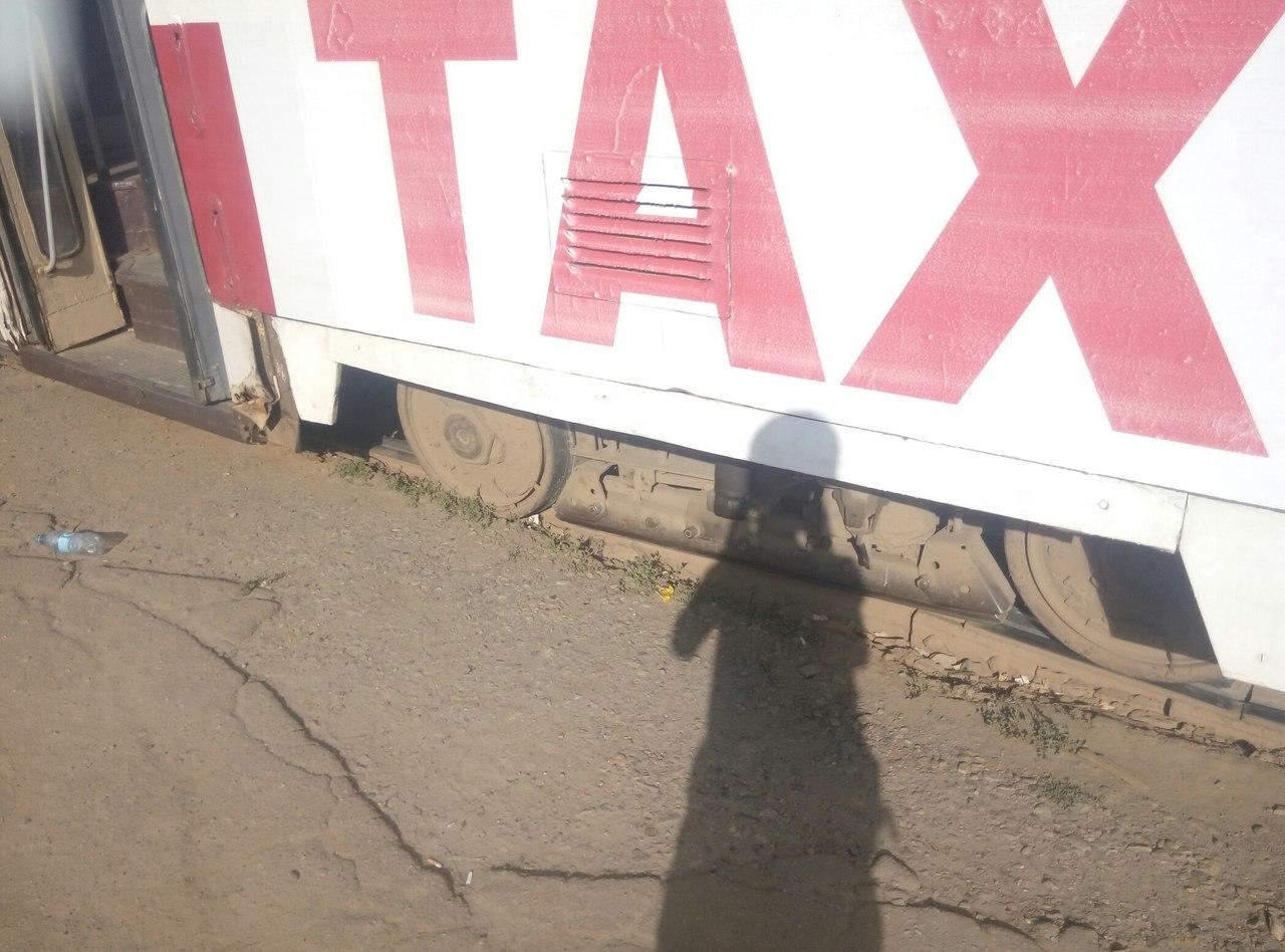 У Харкові трамвай не втримався на рейках  - фото 2