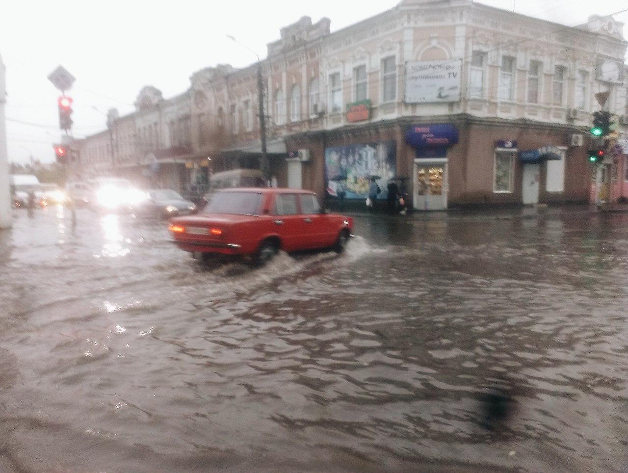 Дощ залив центральні вулиці Мелітополя - фото 2