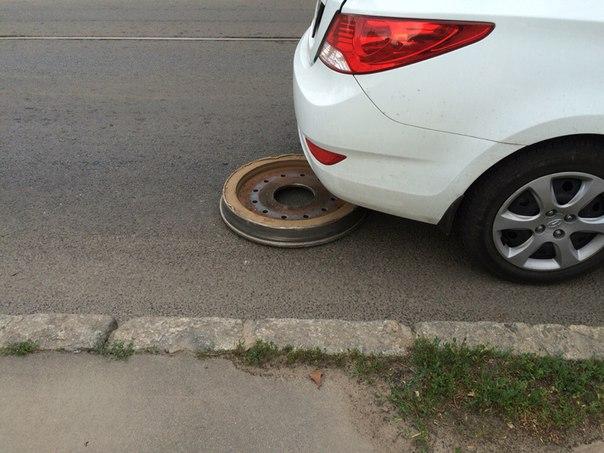 У Харкові трамвай на ходу втратив колесо - фото 1