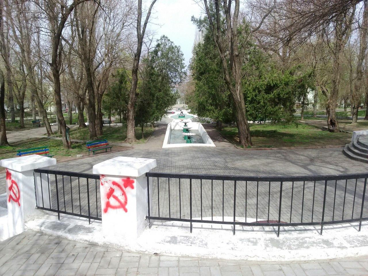Миколаїв розмалювали комуністичними серпами і молотами - фото 2
