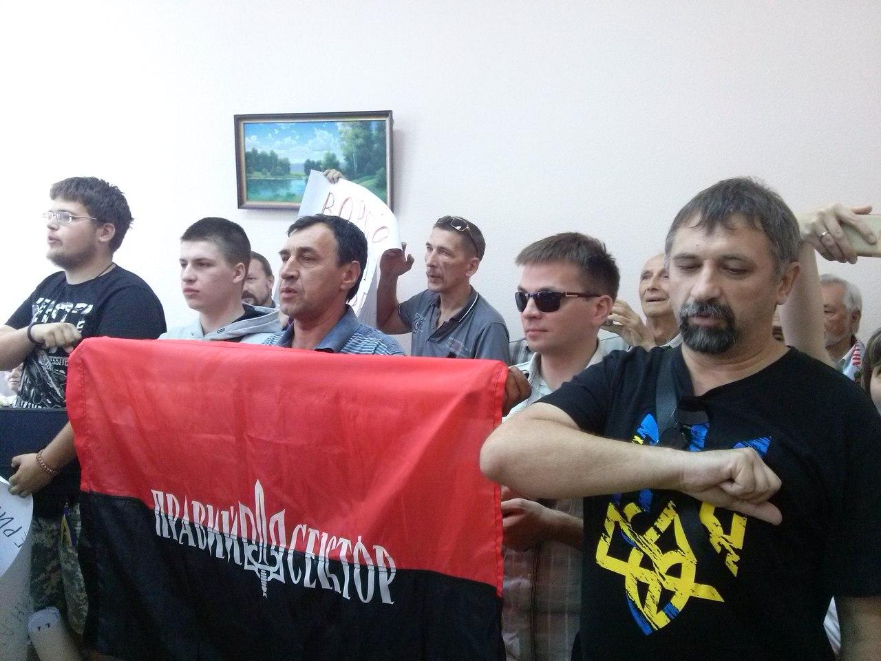 У Харкові в Апеляційний суд не доставили підозрювану в сепаратизмі комуністку  - фото 3