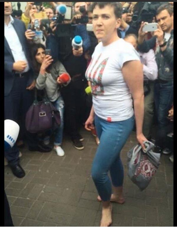 Хто зістрибнув з шассі літака Савченко та чому Порошенко не поїхав в Бориспіль - фото 4