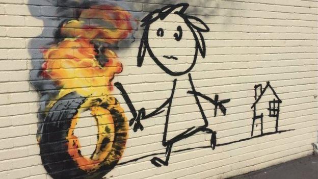 Бенксі намалював дівчинку з палаючою шиною на стіні англійської школи - фото 1