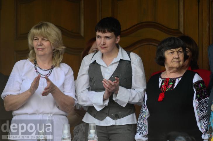 Савченко прийшла на останній дзвоник до рідної школа - фото 1