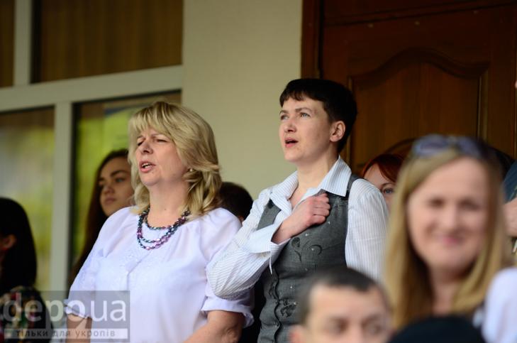 Савченко прийшла на останній дзвоник до рідної школа - фото 2