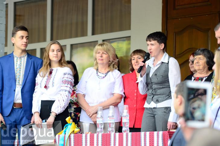 Савченко прийшла на останній дзвоник до рідної школа - фото 3