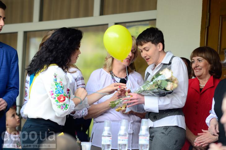 Савченко прийшла на останній дзвоник до рідної школа - фото 4