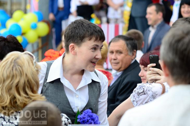 Савченко прийшла на останній дзвоник до рідної школа - фото 5