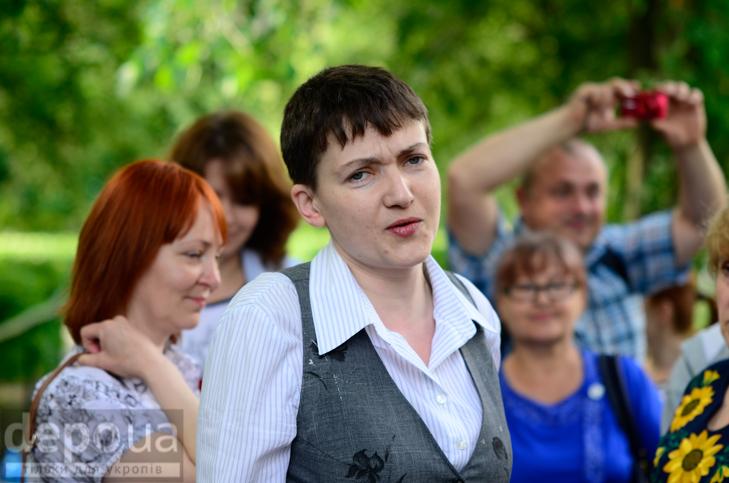 Савченко прийшла на останній дзвоник до рідної школа - фото 7