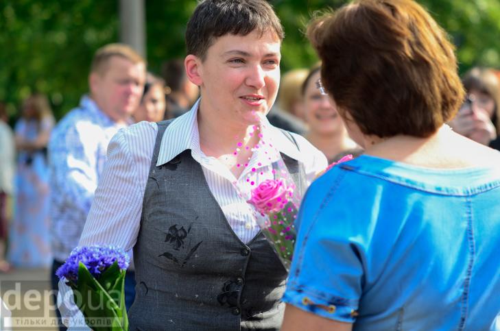 Савченко прийшла на останній дзвоник до рідної школа - фото 8