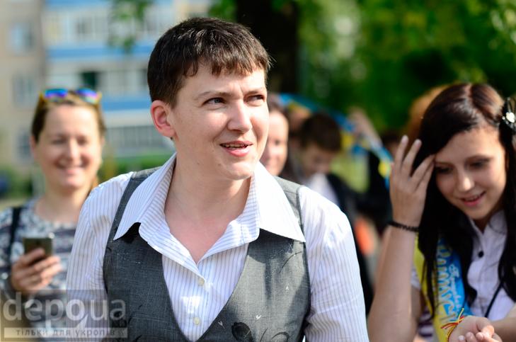 Савченко прийшла на останній дзвоник до рідної школа - фото 9