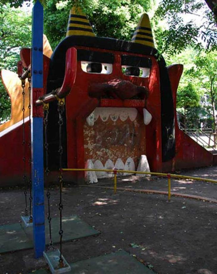 30 дитячих майданчиків, від яких стає моторошно - фото 16