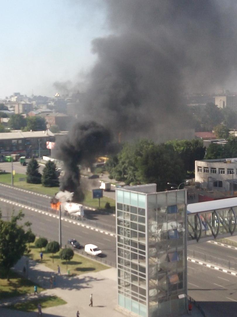 На проспекті Гагаріна спалахнув цементовоз: опубліковане відео (ВІДЕО, ФОТО)  - фото 5