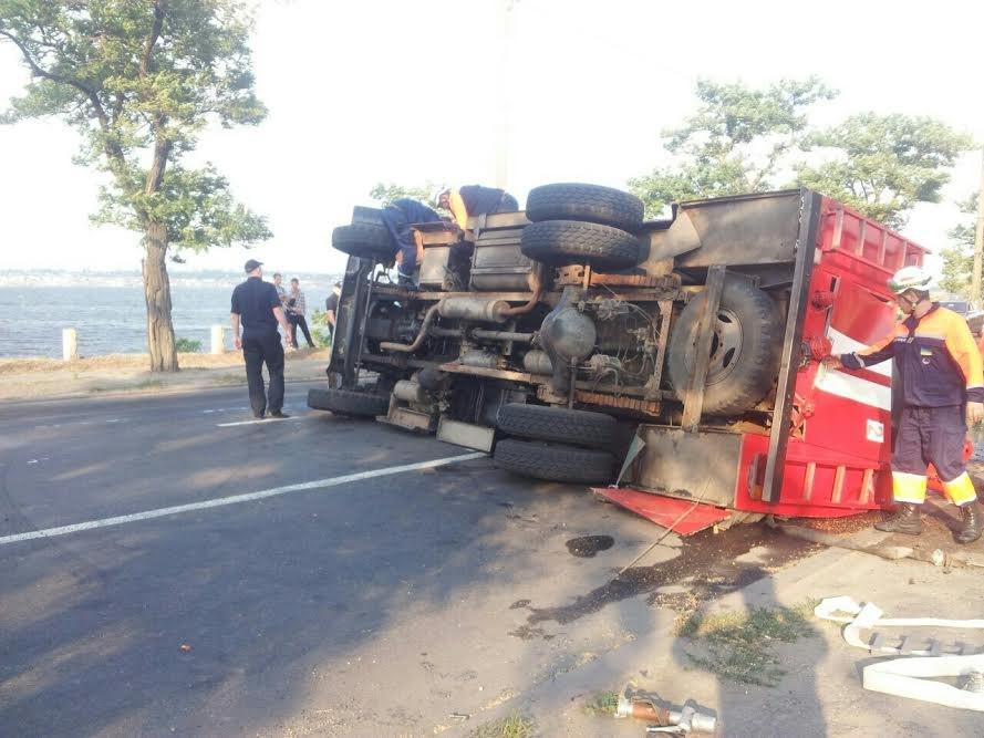 У Миколаєві пожежна машина перевернулася на Варварівському мосту